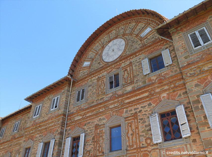 La torre con l'orologio del castello di Sammezzano
