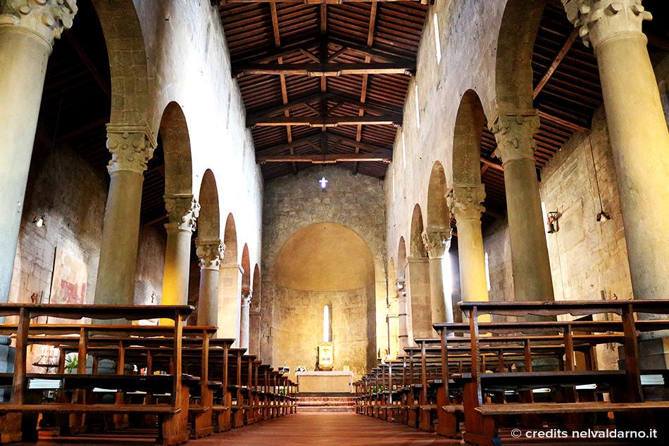 Vista interna della navata centrale Pieve di Cascia